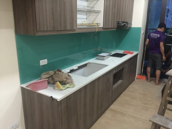 Kính bếp màu xanh ngọc cho chung cư