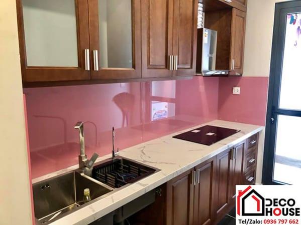 Kính cường lực ốp bếp màu hồng