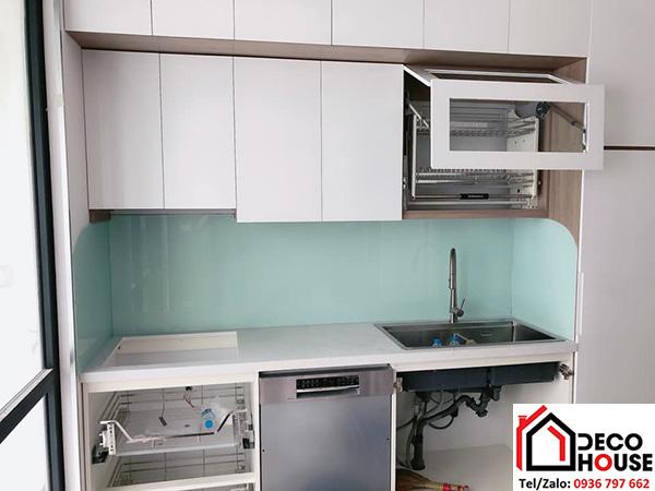 Kính ốp bếp kim sa trắng xanh