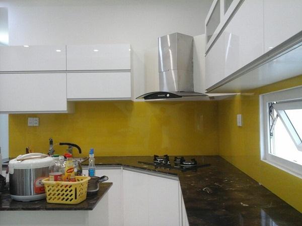 Kính bếp màu vàng chanh đậm