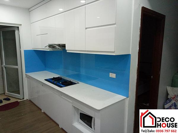 Kính ốp bếp màu xanh dương nhạt