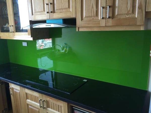 Kính ốp bếp màu xanh lá đậm