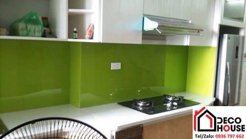 Kính ốp bếp màu xanh lá mạ
