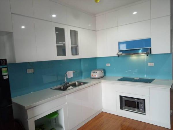 Kính ốp bếp màu xanh lơ sáng