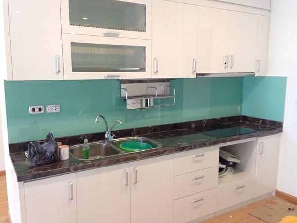 Kính ốp bếp xanh ngọc đẹp