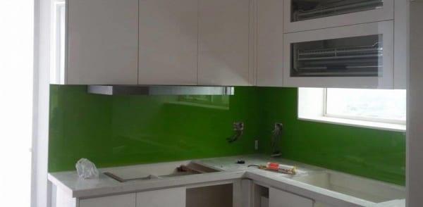 Kính ốp tường bếp màu xanh lá