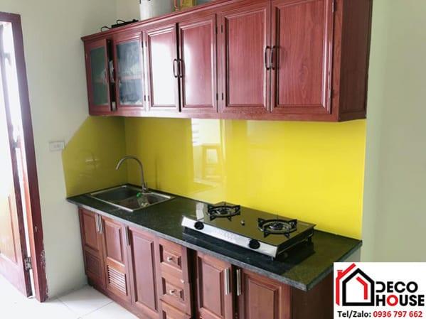 Kính ốp tường bếp vàng chanh