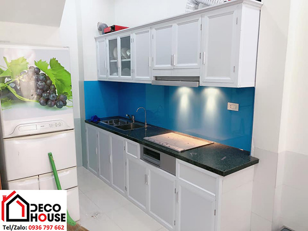 Kính ốp tường bếp xanh dương