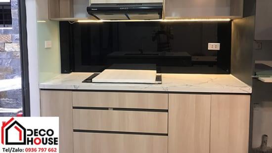 Mẫu kính bếp màu đen