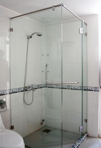 Phòng kính tắm vuông góc