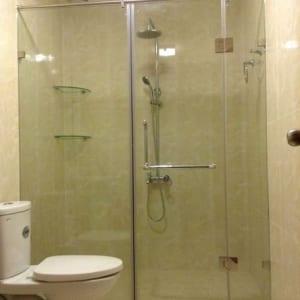 Vách kính tắm mở quay 3 tấm tiện dụng