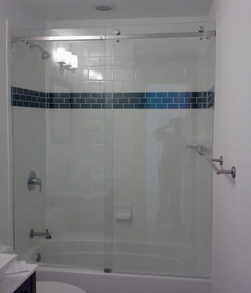 Phòng tắm vách kính cửa trượt