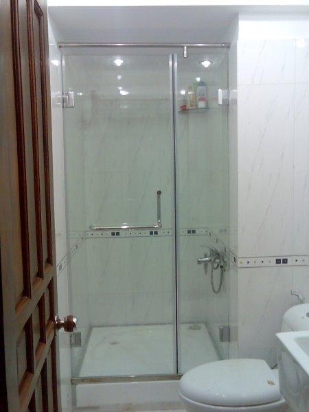 Vách kính tắm cường lực mở quay 2 tấm