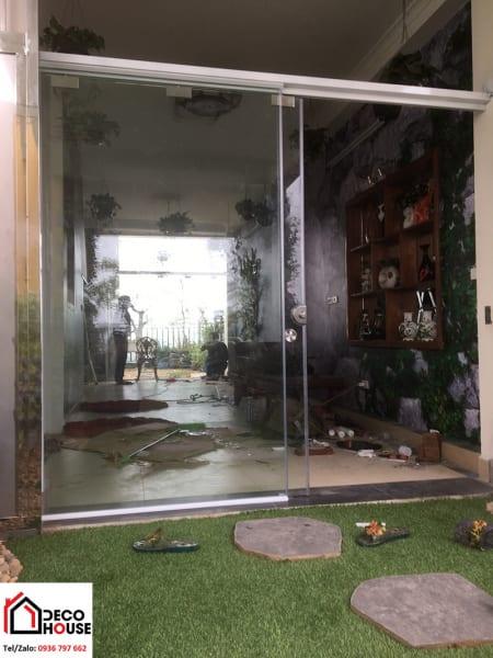 Cửa kính cường lực thông sân vườn