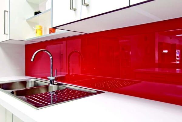 Kính bếp sơn màu đỏ tươi