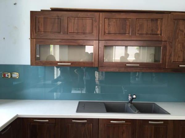 Báo giá kính ốp bếp, kính màu ốp bếp xanh lơ