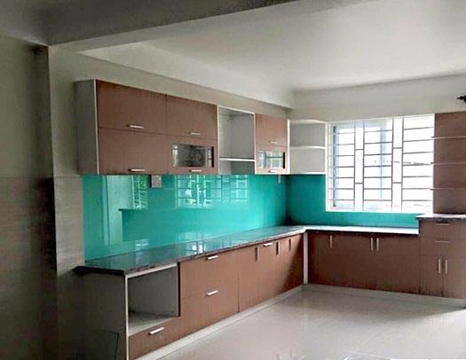 Kính màu ốp bếp Hải Long giá rẻ, miễn phí lắp đặt tại Hà Nội