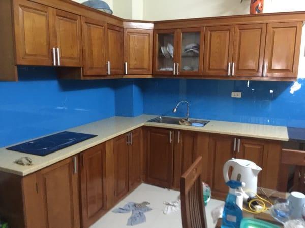 Thi công kính màu ốp bếp tại Đống Đa, Hà Nội