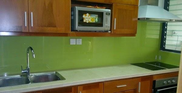 Mẫu Kính ốp bếp đẹp cho căn bếp hiện đại