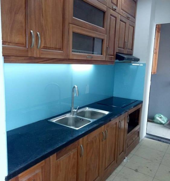 Kính màu ốp bếp chung cư tại Long Biên, Hà Nội
