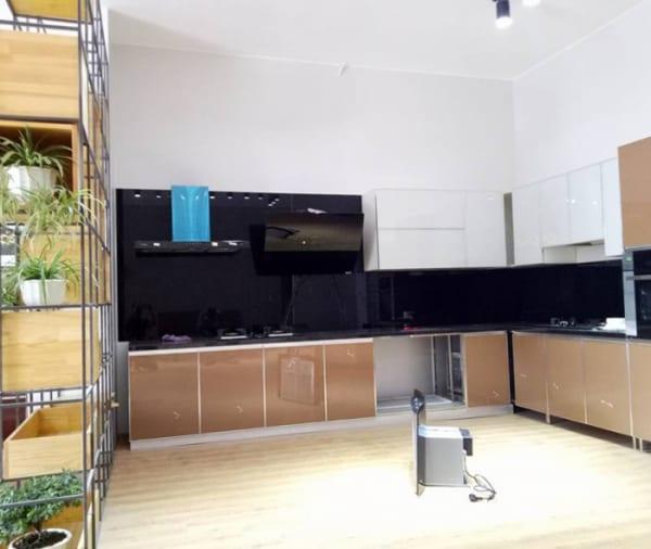 Kính màu ốp bếp màu đen tại Hà Nội
