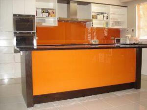mẫu kính ốp bếp cam đẹp