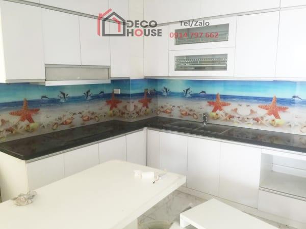 Kính ốp bếp 3d hình sao biển trên bãi biển