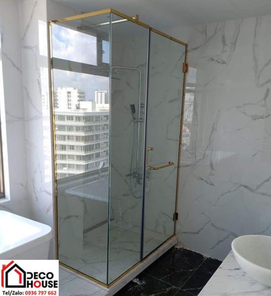 Phòng tắm kính cường lực mạ vàng sang trọng