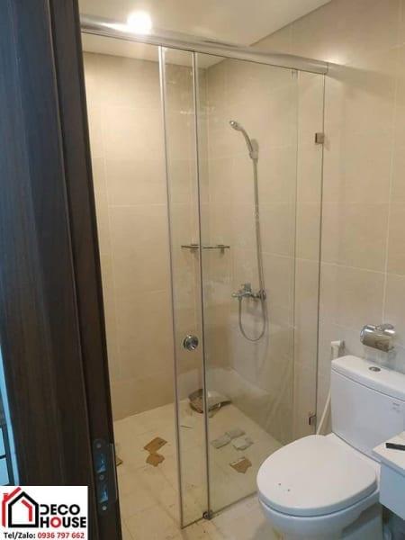 Vách kính phòng tắm cửa lùa sang trọng
