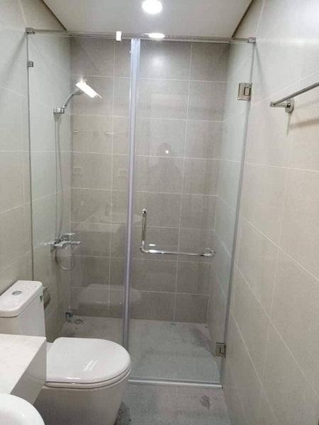 Giá phòng tắm kính cường lực