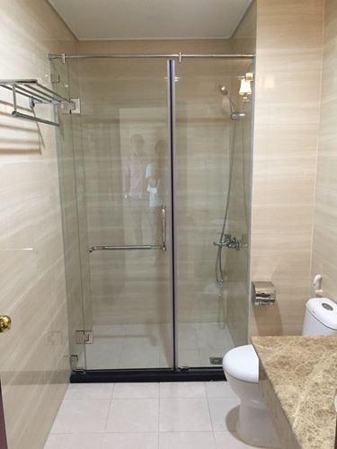 Vách kính tắm mở quay 90 độ