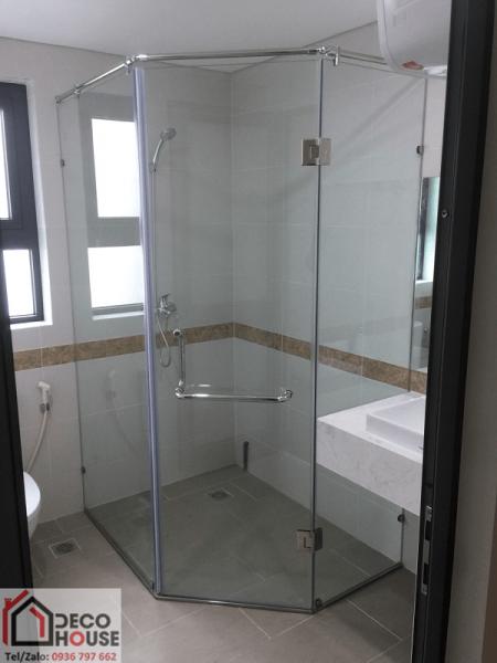 Thi công vách tắm kính 135 độ tại Hà Nội
