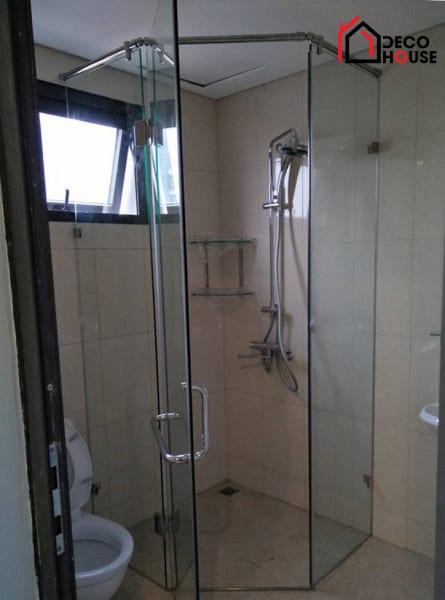Mẫu vách kính nhà tắm 135 độ
