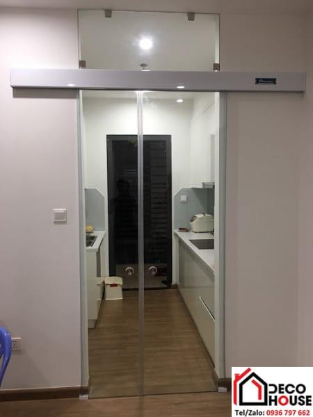 Cửa kính lùa 1 cánh ngăn phòng bếp