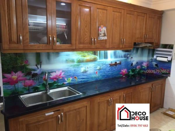 Mẫu kính bếp phong cảnh hồ nước