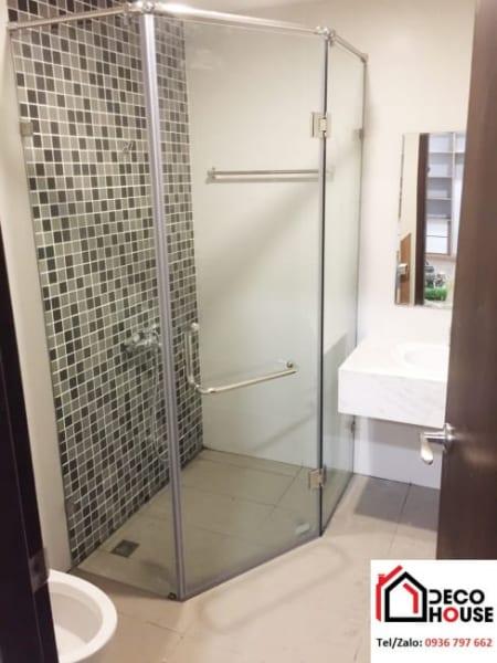 Có nên sử dụng vách kính phòng tắm hay không?