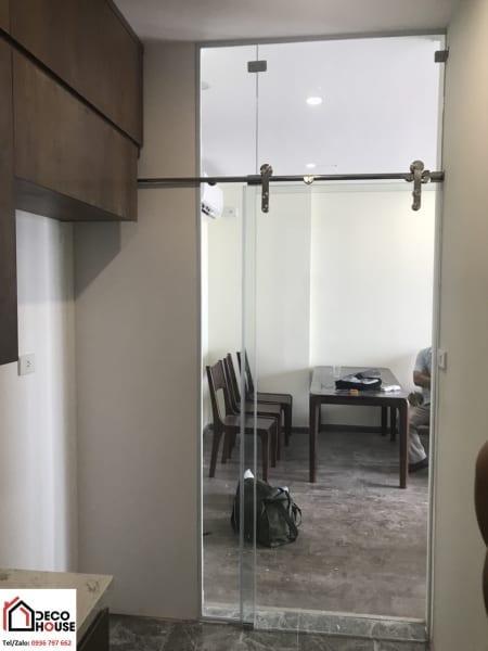 Cửa kính cường lực 1 cánh ngăn phòng bếp chung cư