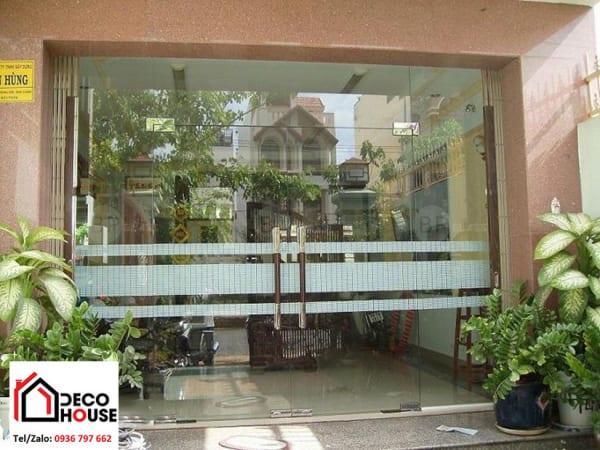 Cửa kính cường lực nhà phố