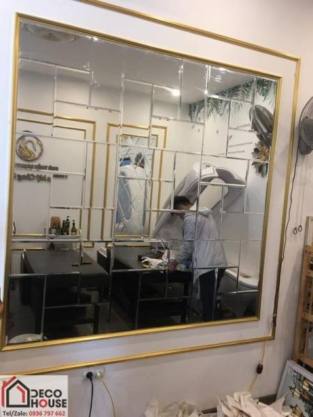 Gương dán tường trang trí thẩm mỹ viện