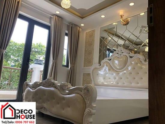 Gương ghép trang trí đầu giường phòng ngủ