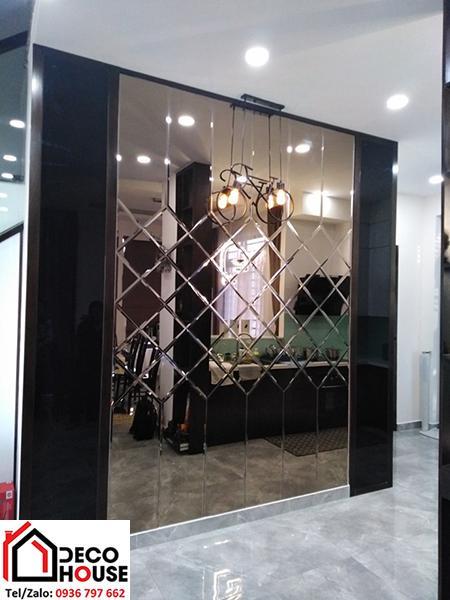Gương trang trí hình quả trám cho phòng ăn