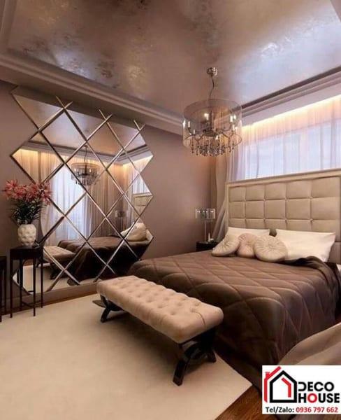 Lắp đặt mẫu gương trang trí ốp tường cho phòng ngủ, khách sạn