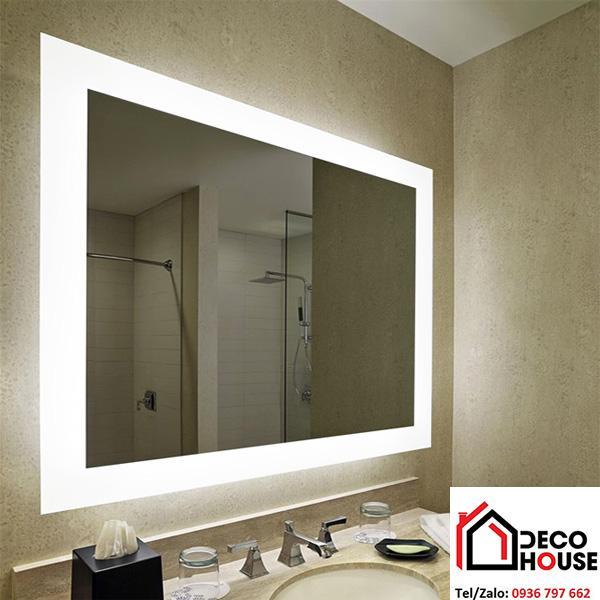 Gương soi hình chữ nhật kết hợp ánh sáng tạo sự sang trọng cho phòng tắm