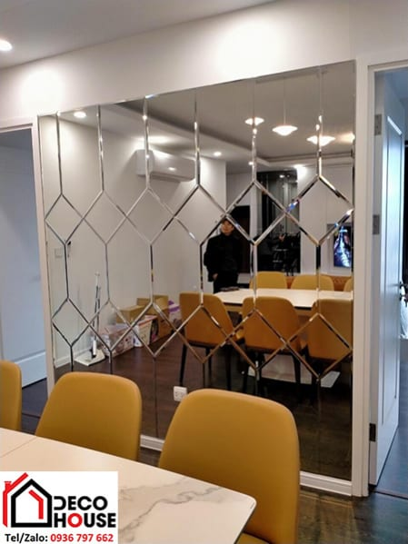 Gương ốp tường trang trí phòng ăn tại Hà Nội
