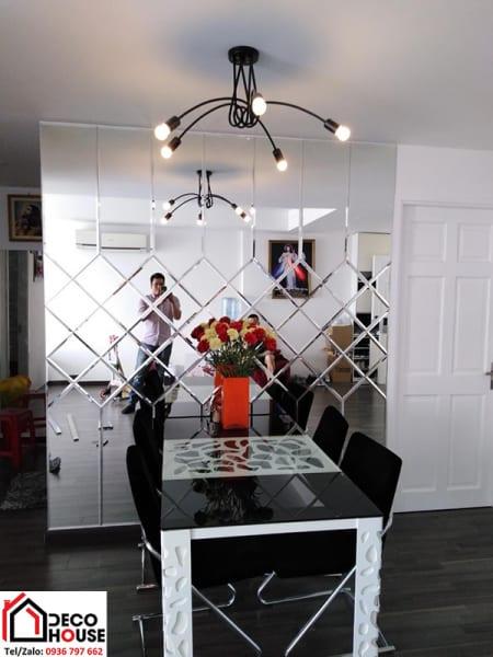 Gương trang trí bàn ăn chung cư