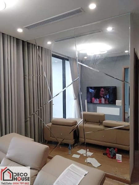 Lắp đặt gương trang trí phòng khách giá rẻ