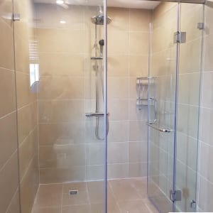 Cabin phòng tắm kính 180 độ giằng vuông