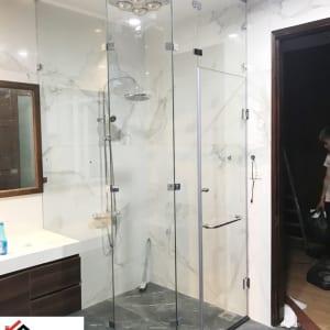 Phòng tắm kính kịch trần