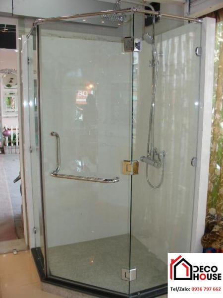 Thi công vách kính nhà tắm 135 độ
