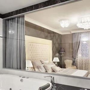 Phòng tắm kính phòng ngủ khách sạn